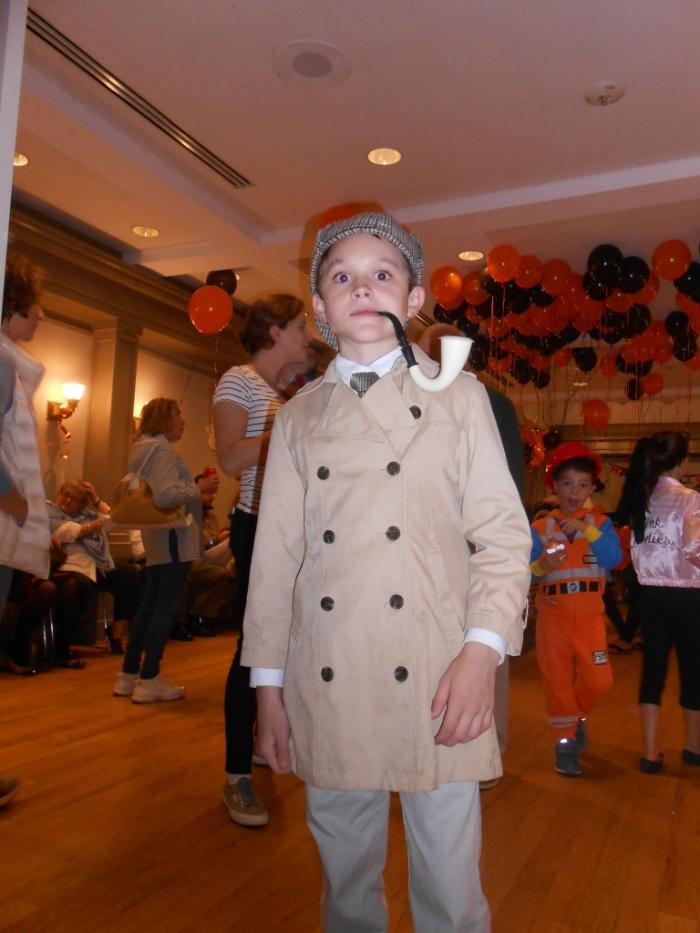 Young person dressed as Sherlock Holmes
