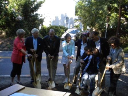 Many people with shovels - view 3