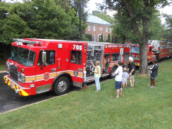 Group examines fire engine